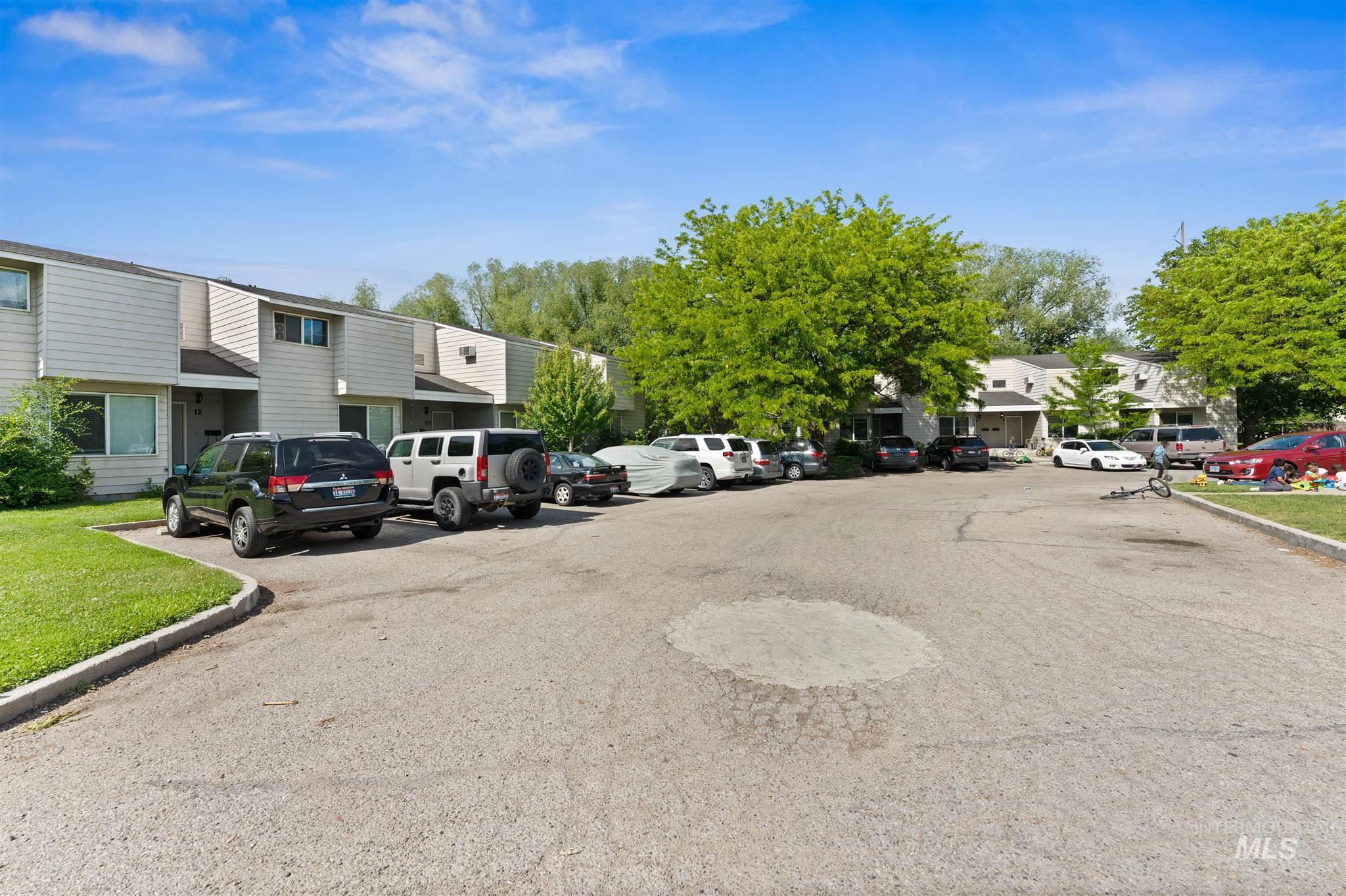5454 W Grover Street Property Photo 9