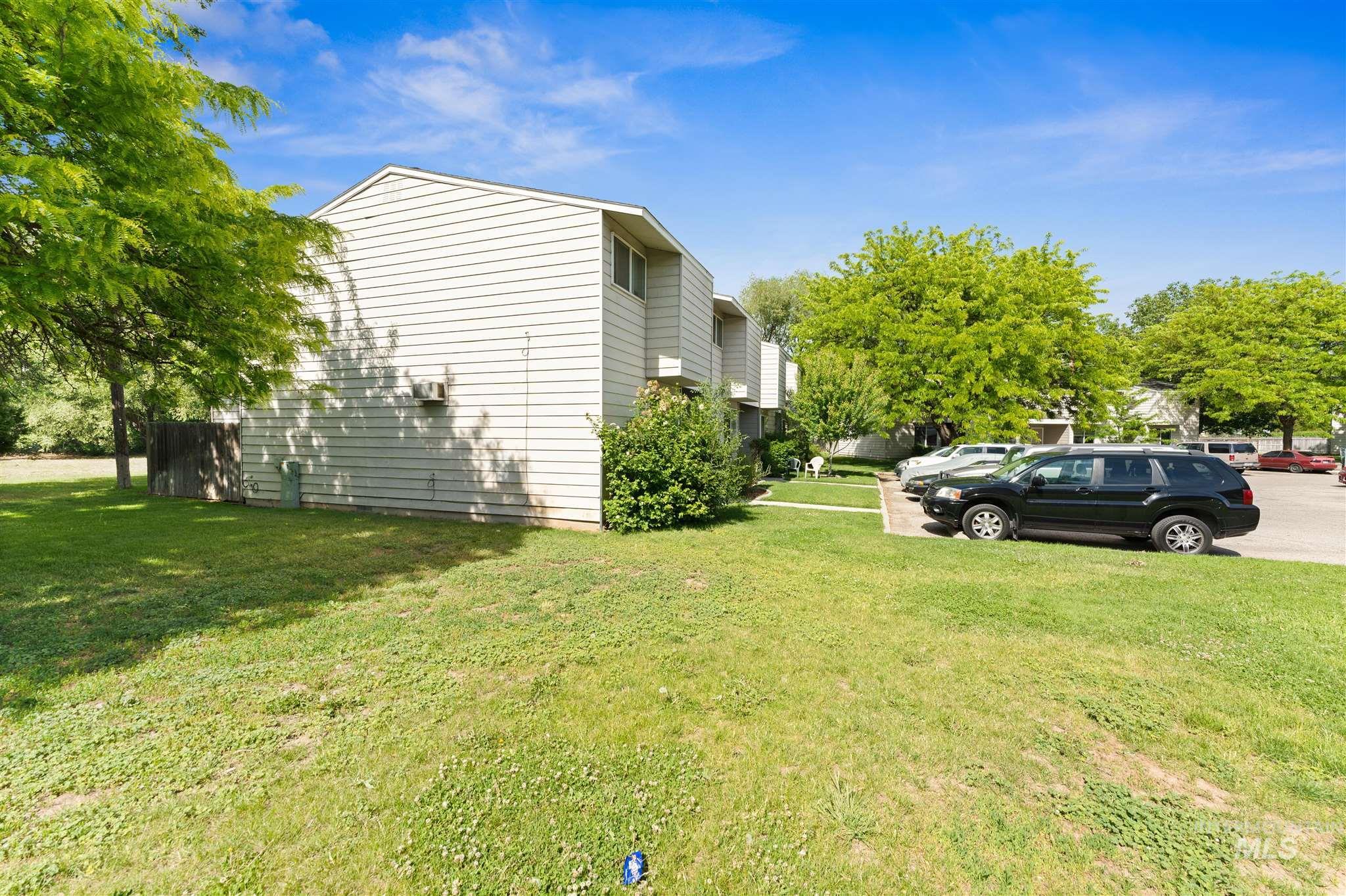 5454 W Grover Street Property Photo 12