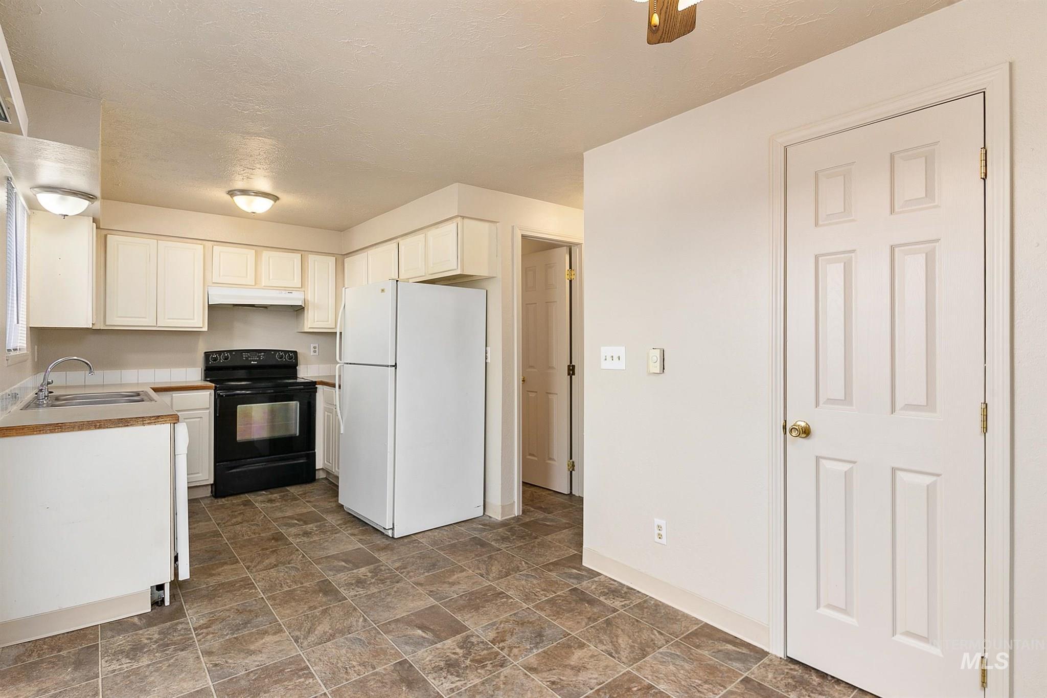 5454 W Grover Street Property Photo 23