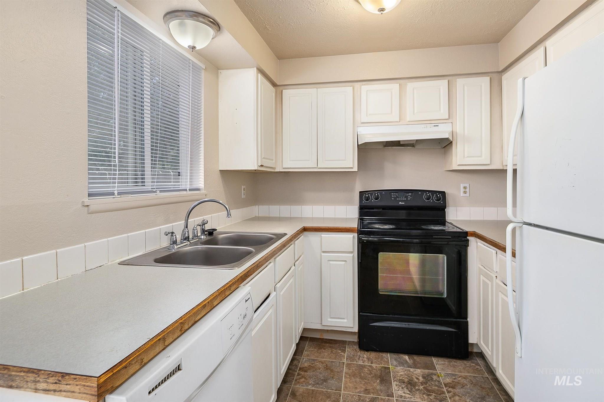 5454 W Grover Street Property Photo 24