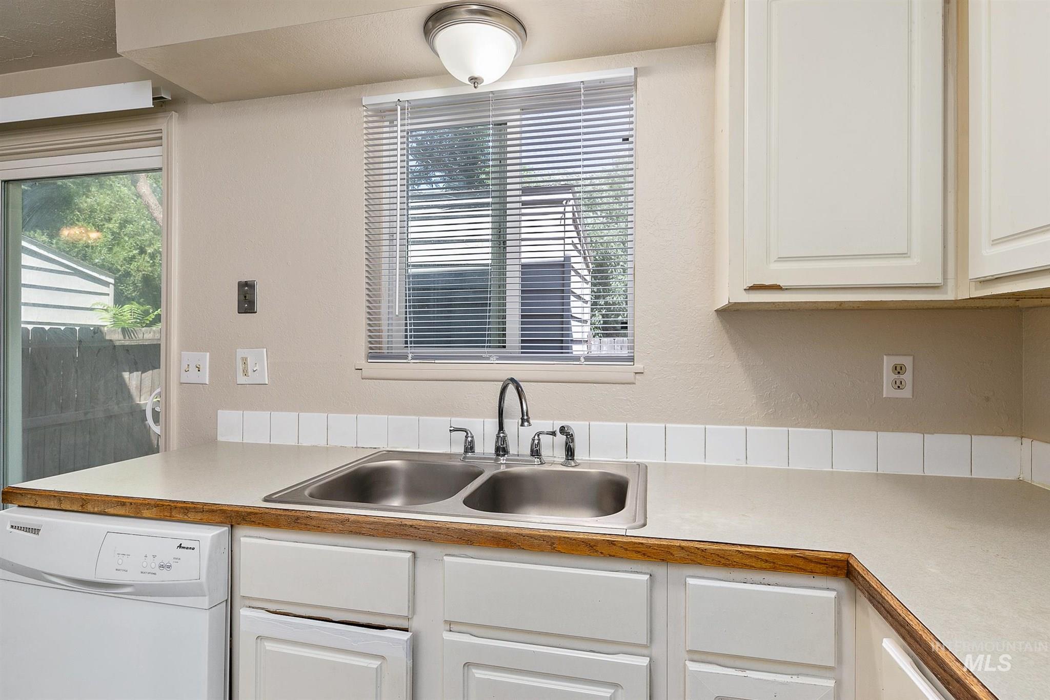 5454 W Grover Street Property Photo 25