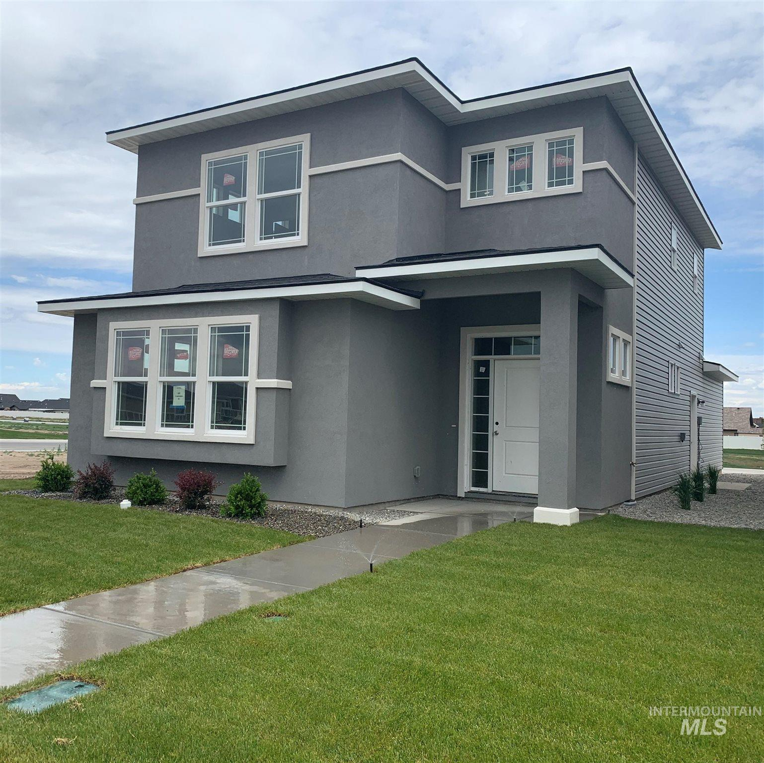 952 Crestview Drive Property Photo 1