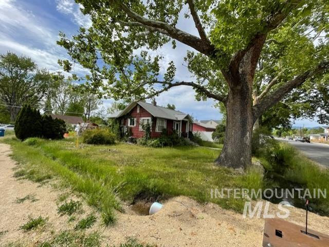 1727 S Division Ave Property Photo