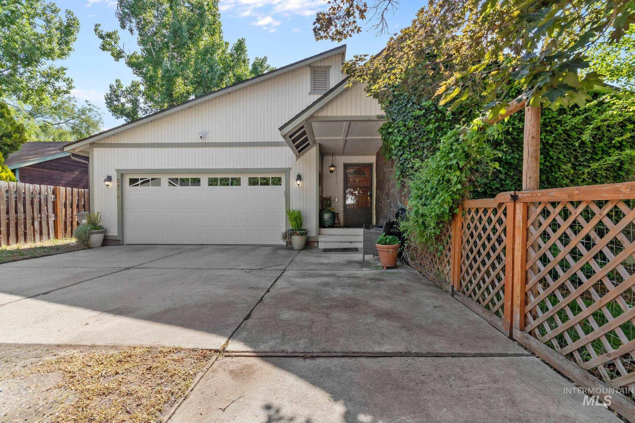 2914 N Tamarack Dr Property Photo 1