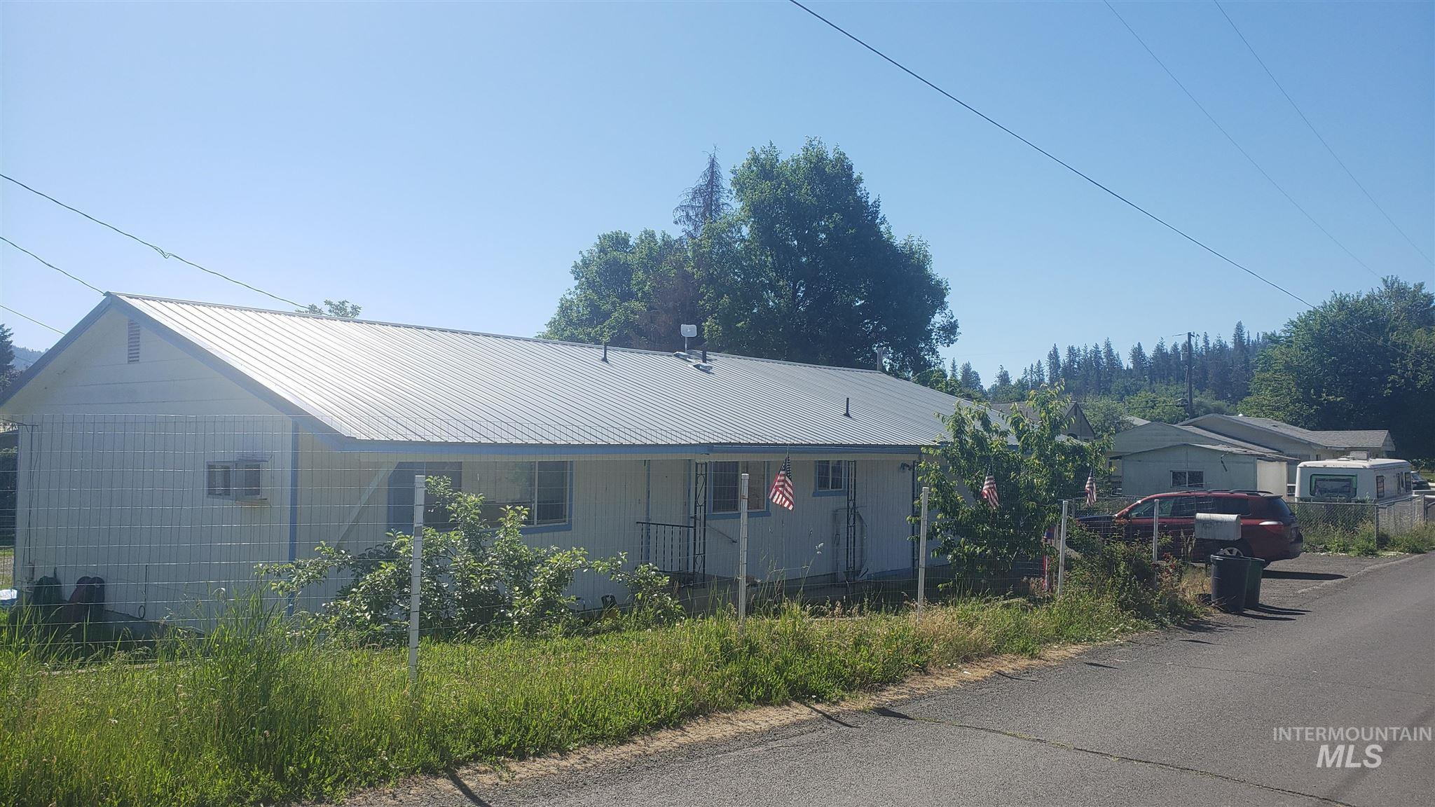 1305 Ash Street Property Photo