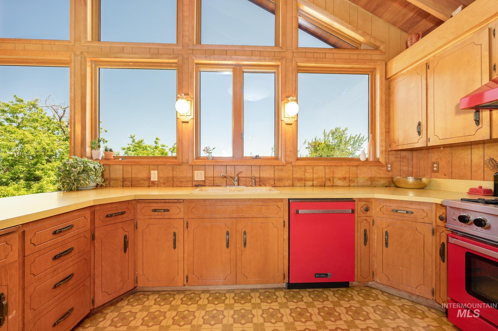 570 Cole Property Photo 4