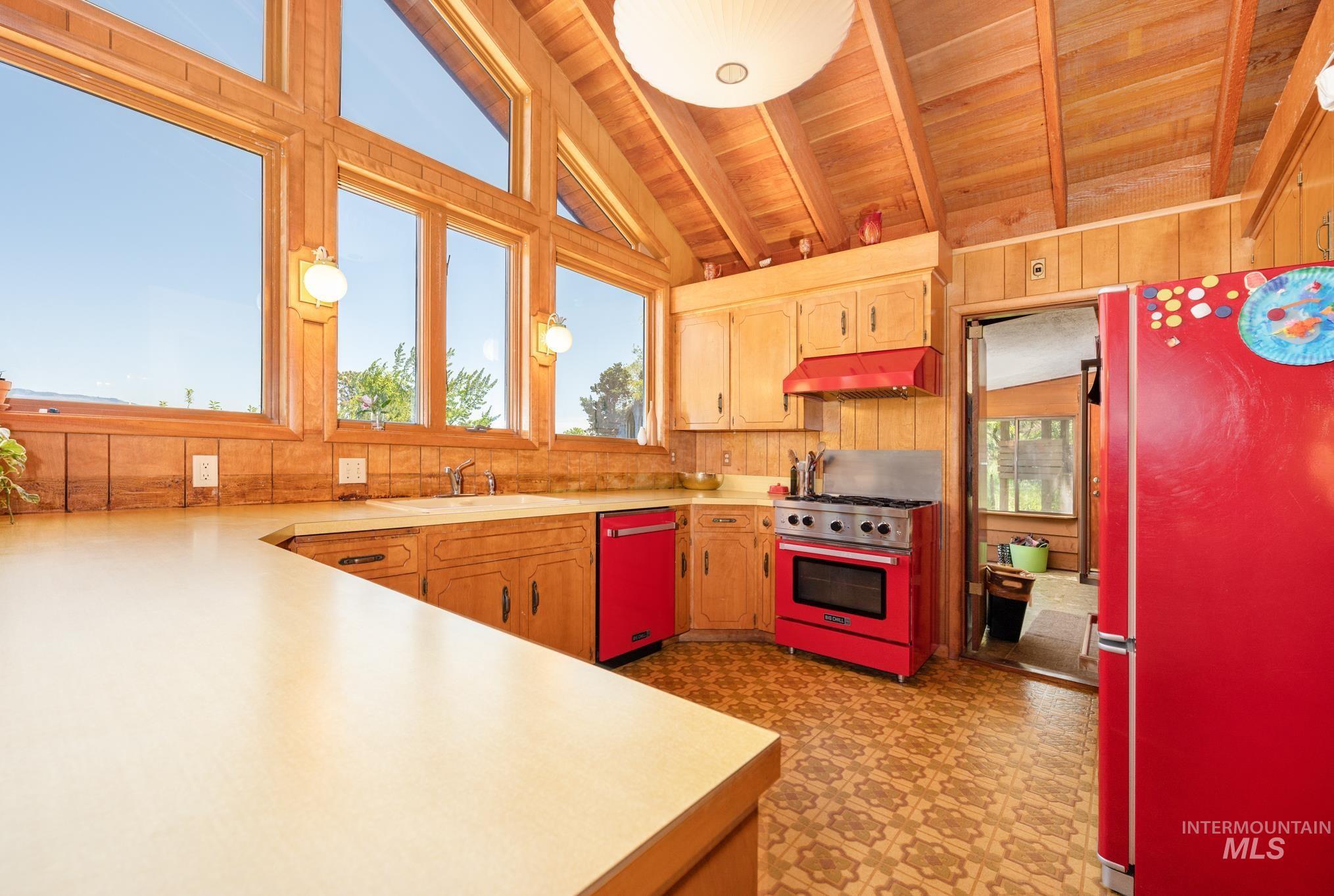 570 Cole Property Photo 5