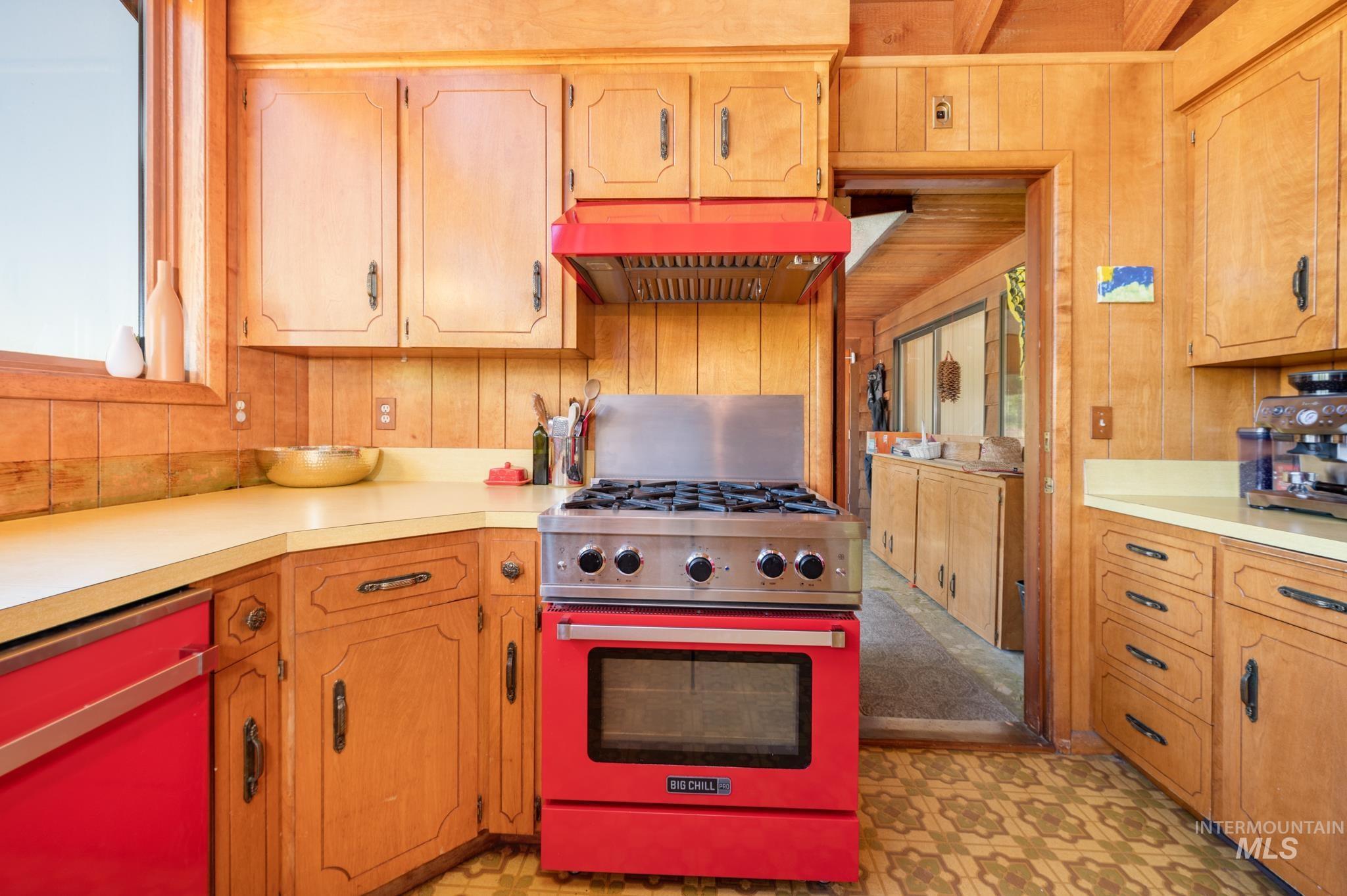 570 Cole Property Photo 6