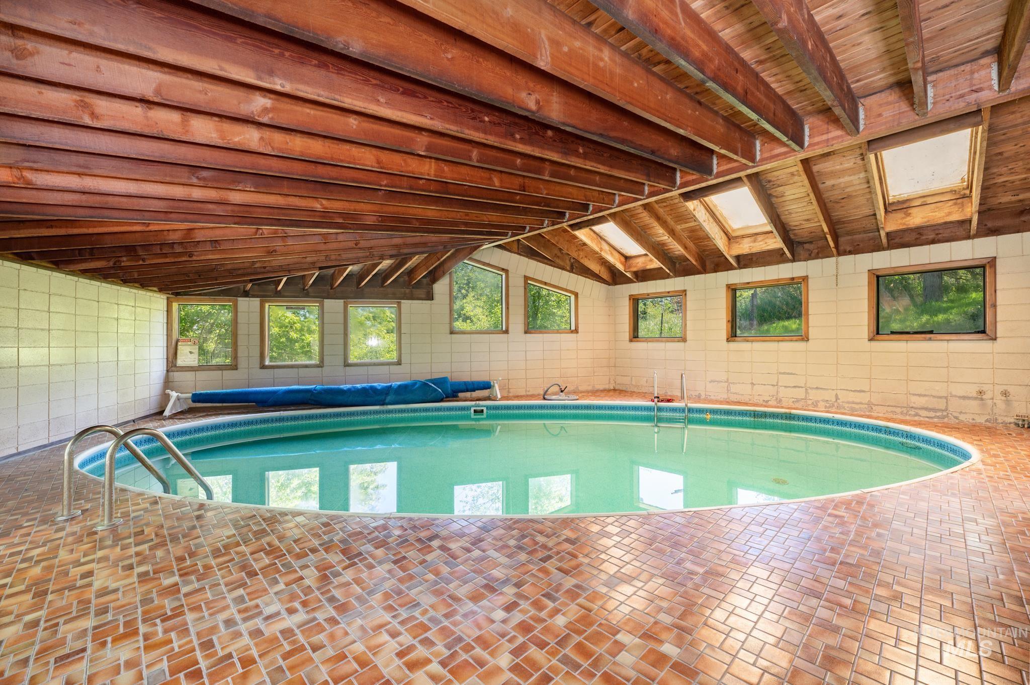 570 Cole Property Photo 24