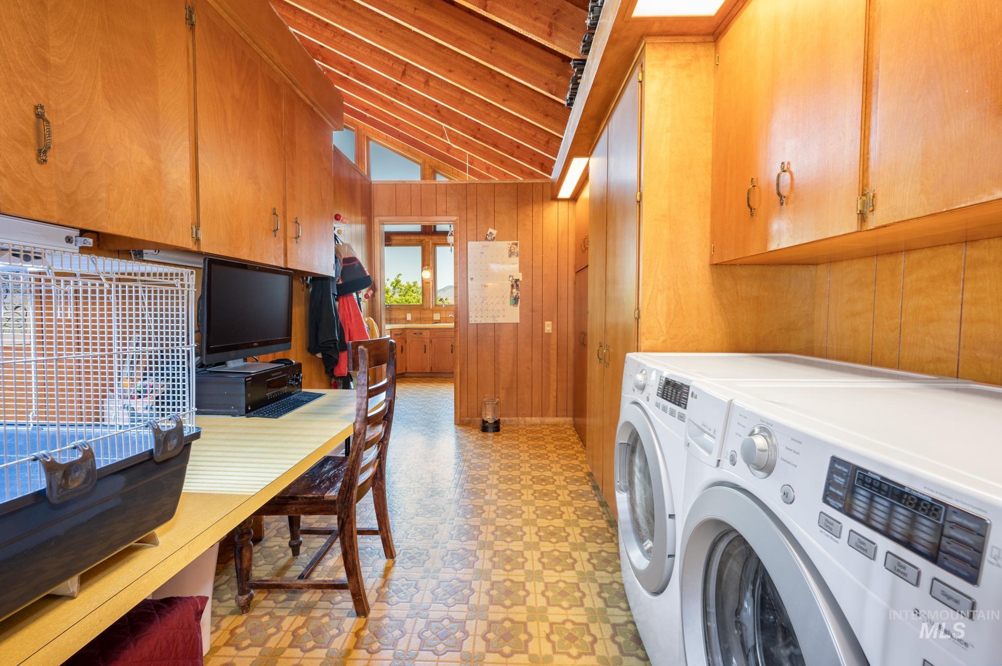 570 Cole Property Photo 27