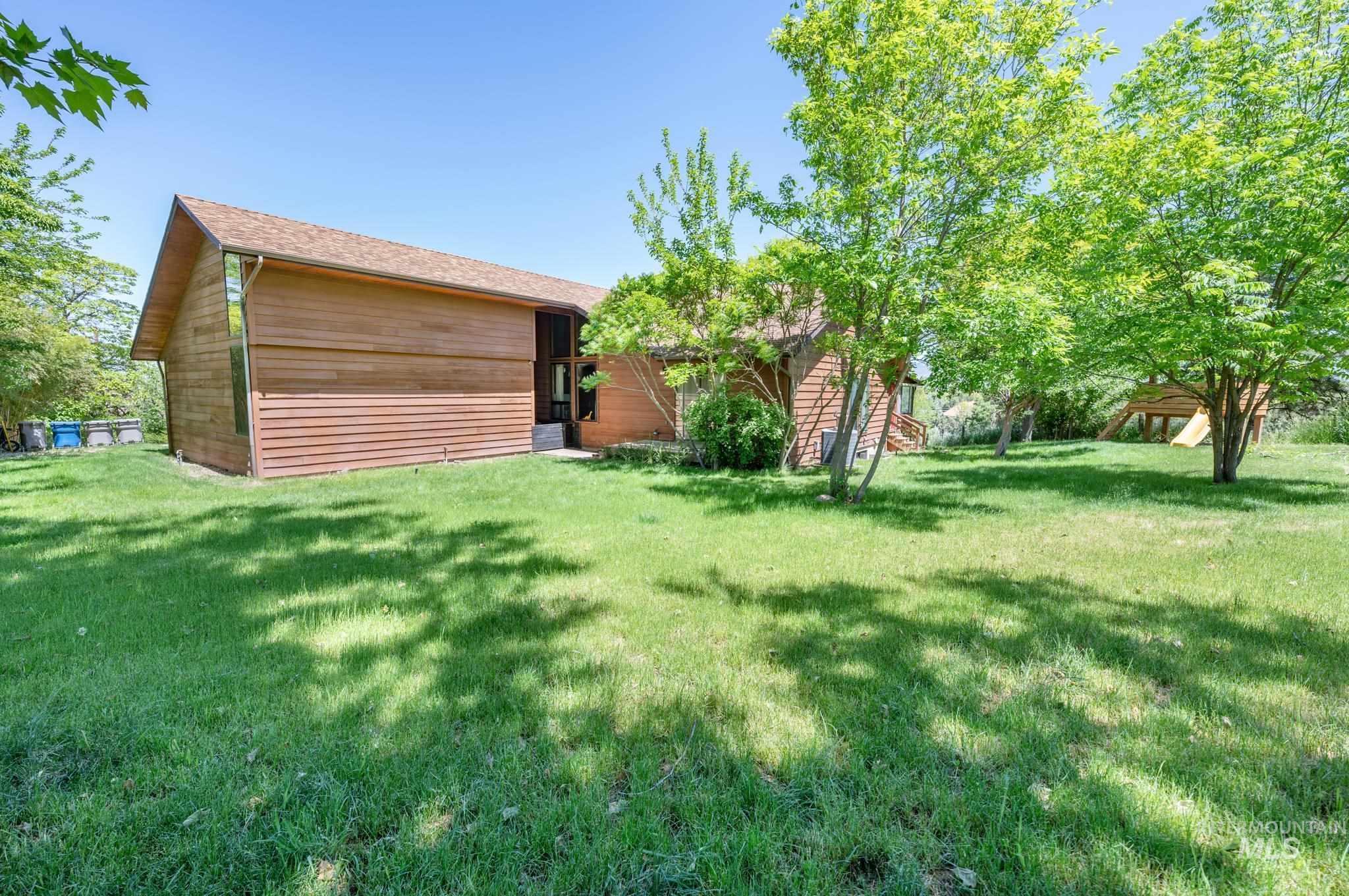 570 Cole Property Photo 28