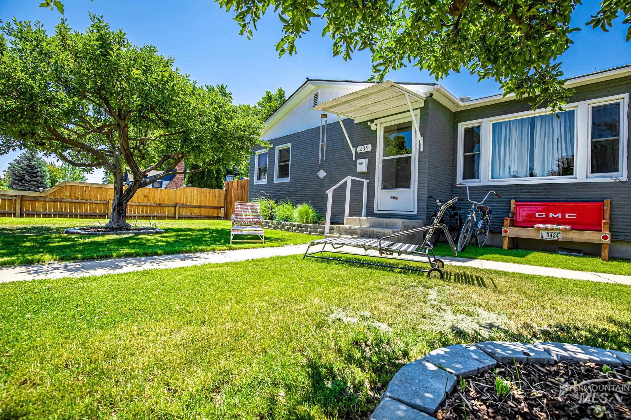 239 W Boise Ave Property Photo 1
