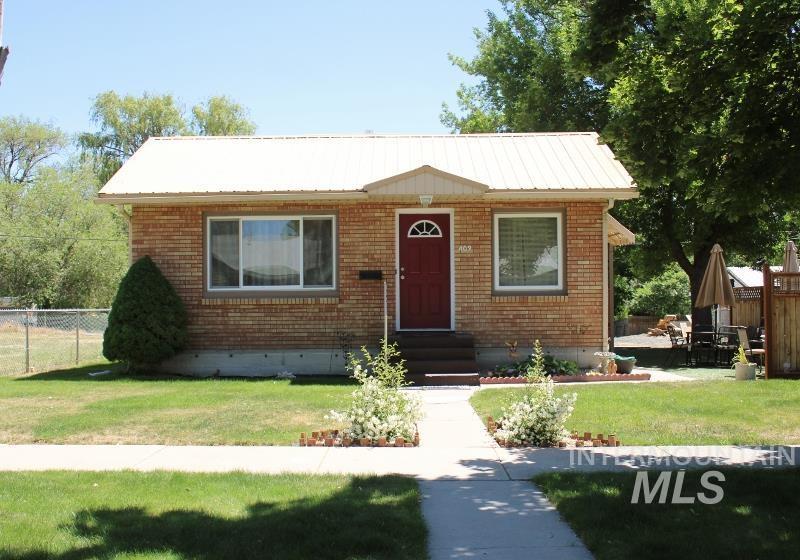 409 7th Ave E Property Photo 1