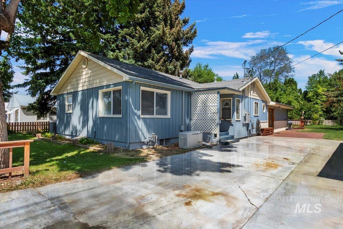 932 Eisenhower St N Property Photo 1