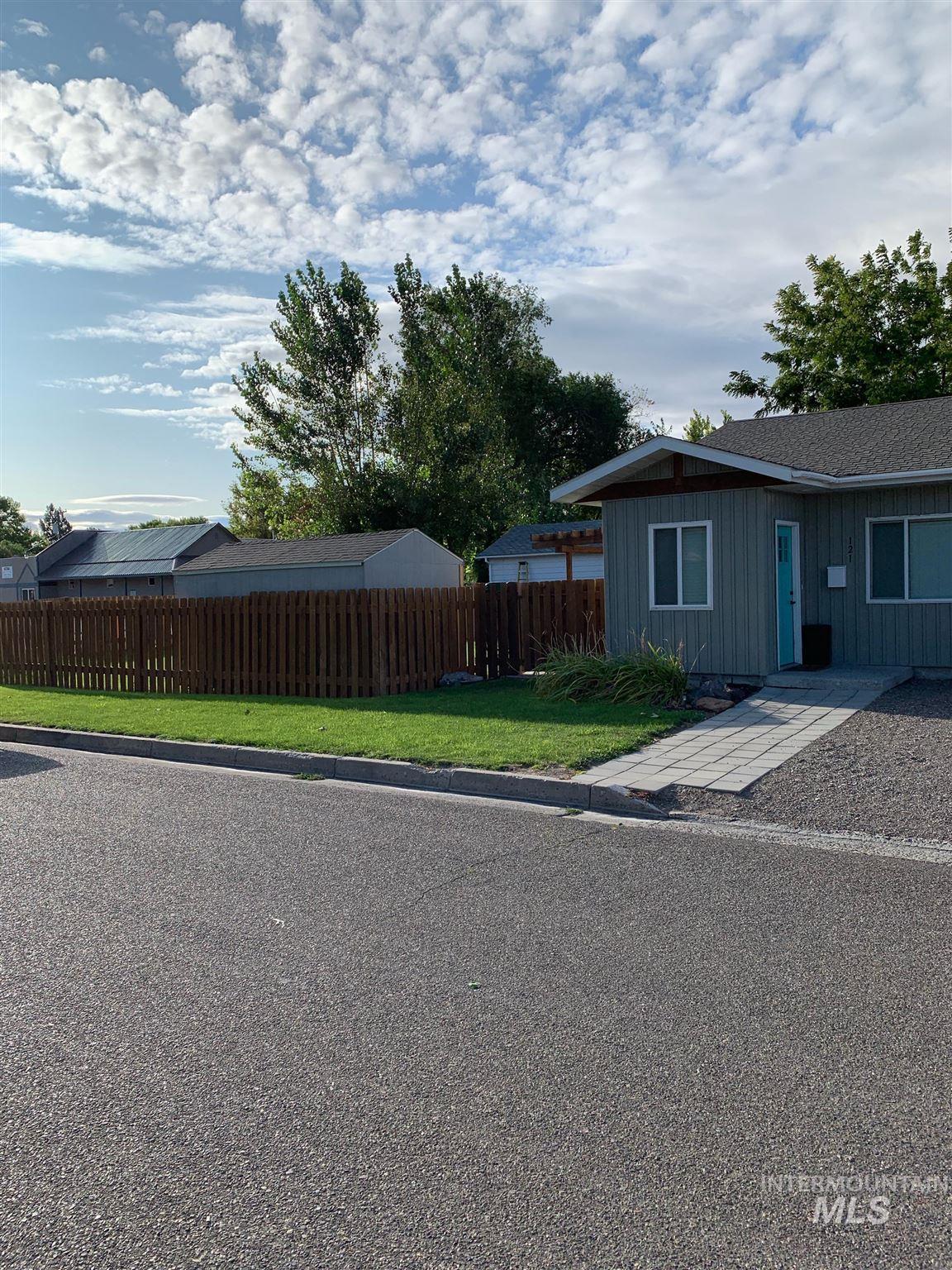 121 E 18th Street Property Photo