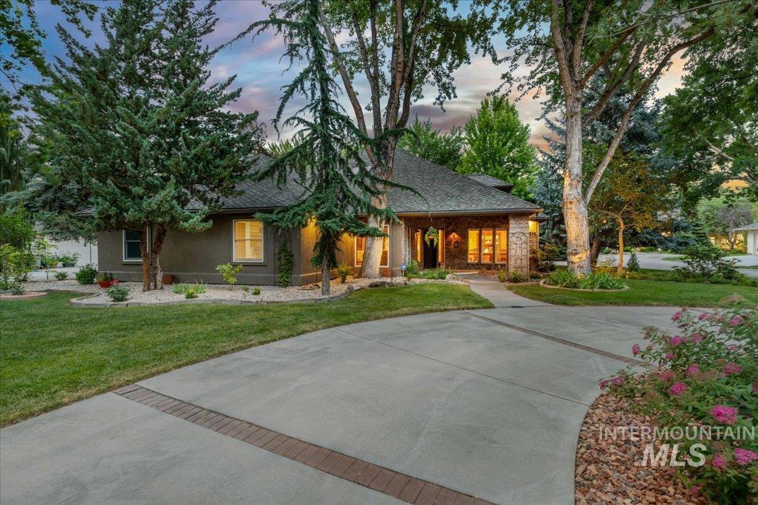 9316 N Pebble Falls Lane Property Photo
