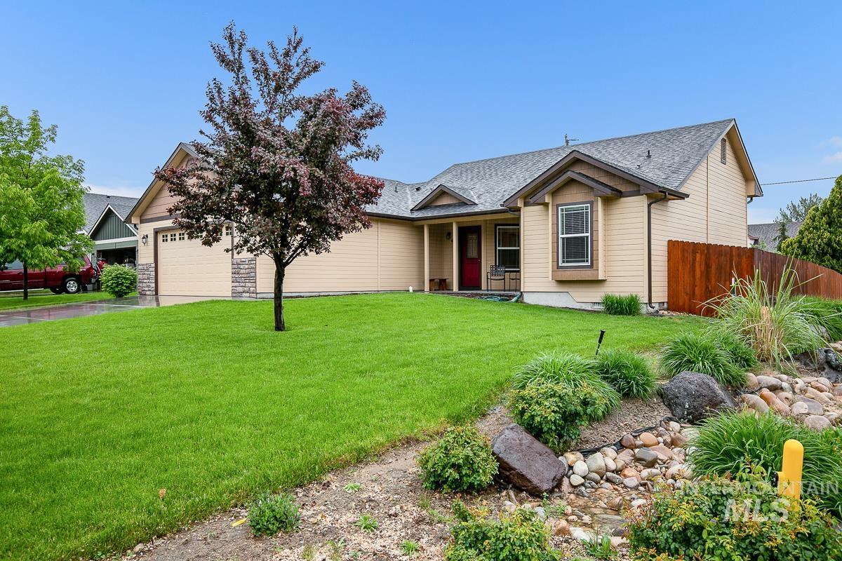Phantom Creek Real Estate Listings Main Image