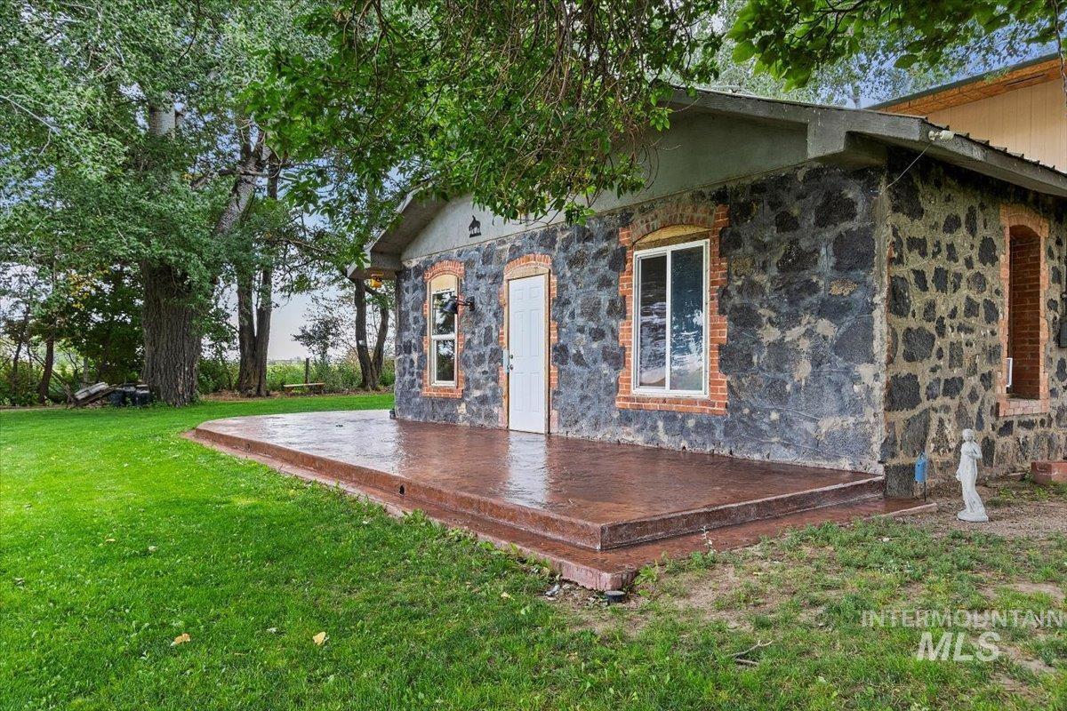 851 E 2000 S. Property Photo 5