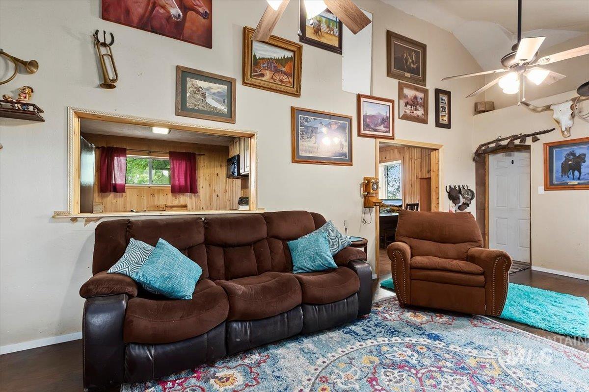 851 E 2000 S. Property Photo 10