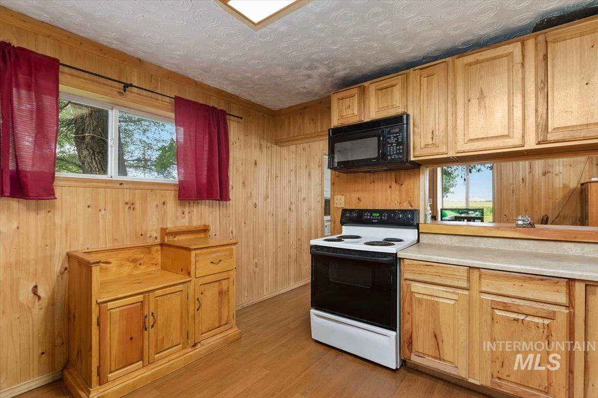 851 E 2000 S. Property Photo 15