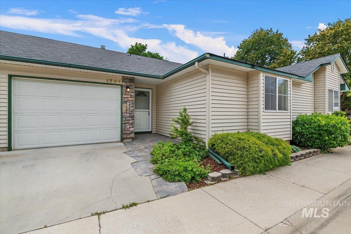 Carson Condos Real Estate Listings Main Image