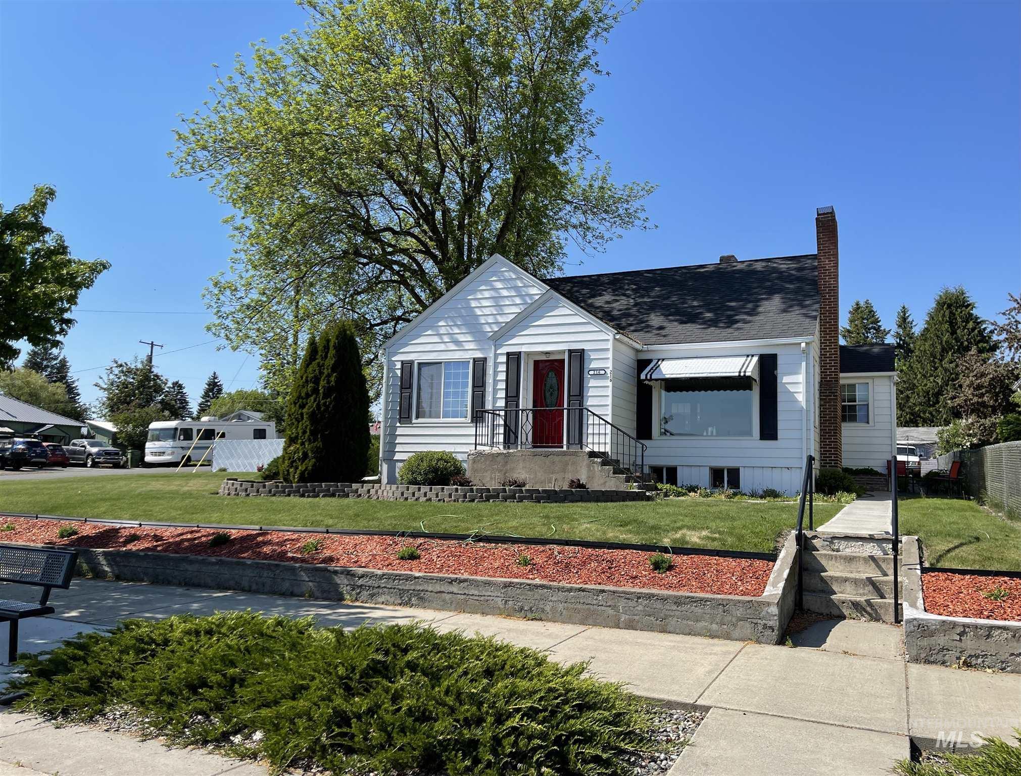 216 W Main Street Property Photo