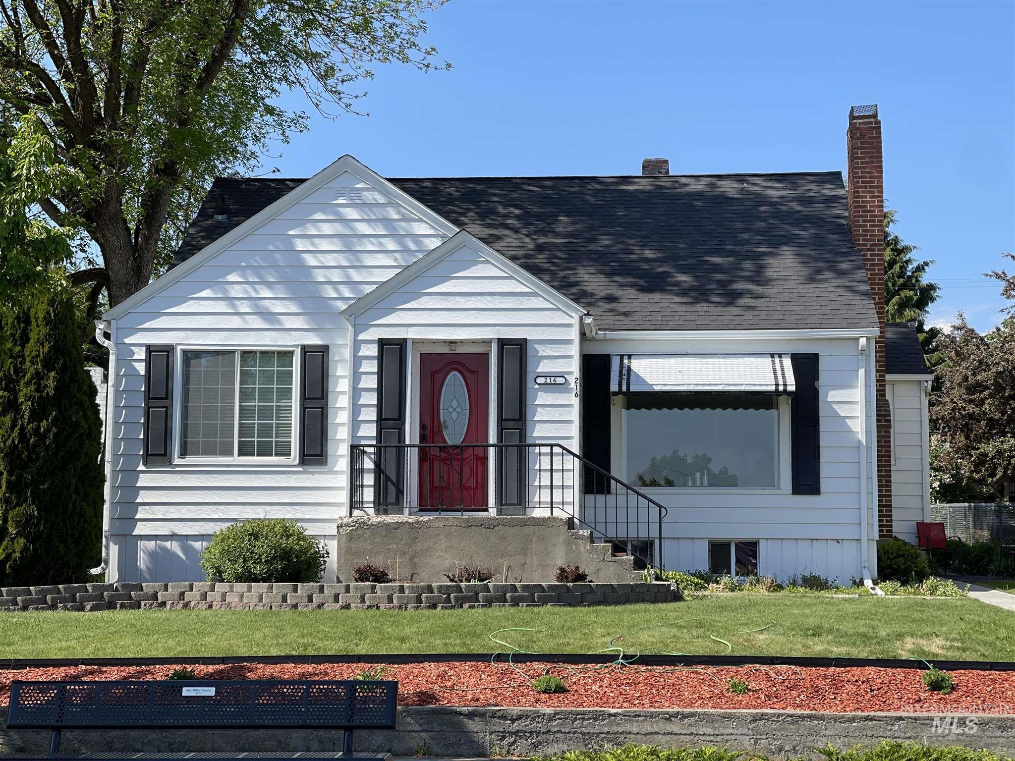 216 W Main Street Property Photo 2