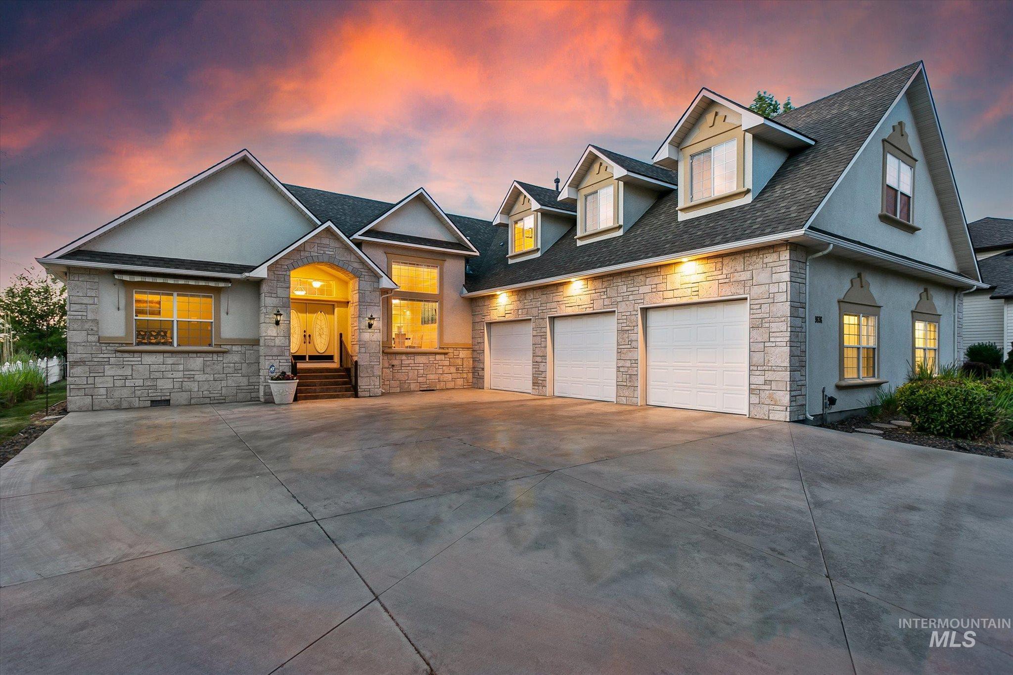 9696 W Canyon Ridge Property Photo 1