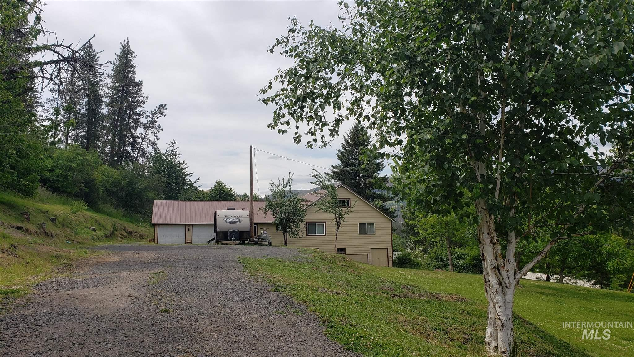 1203 Sowa St Property Photo