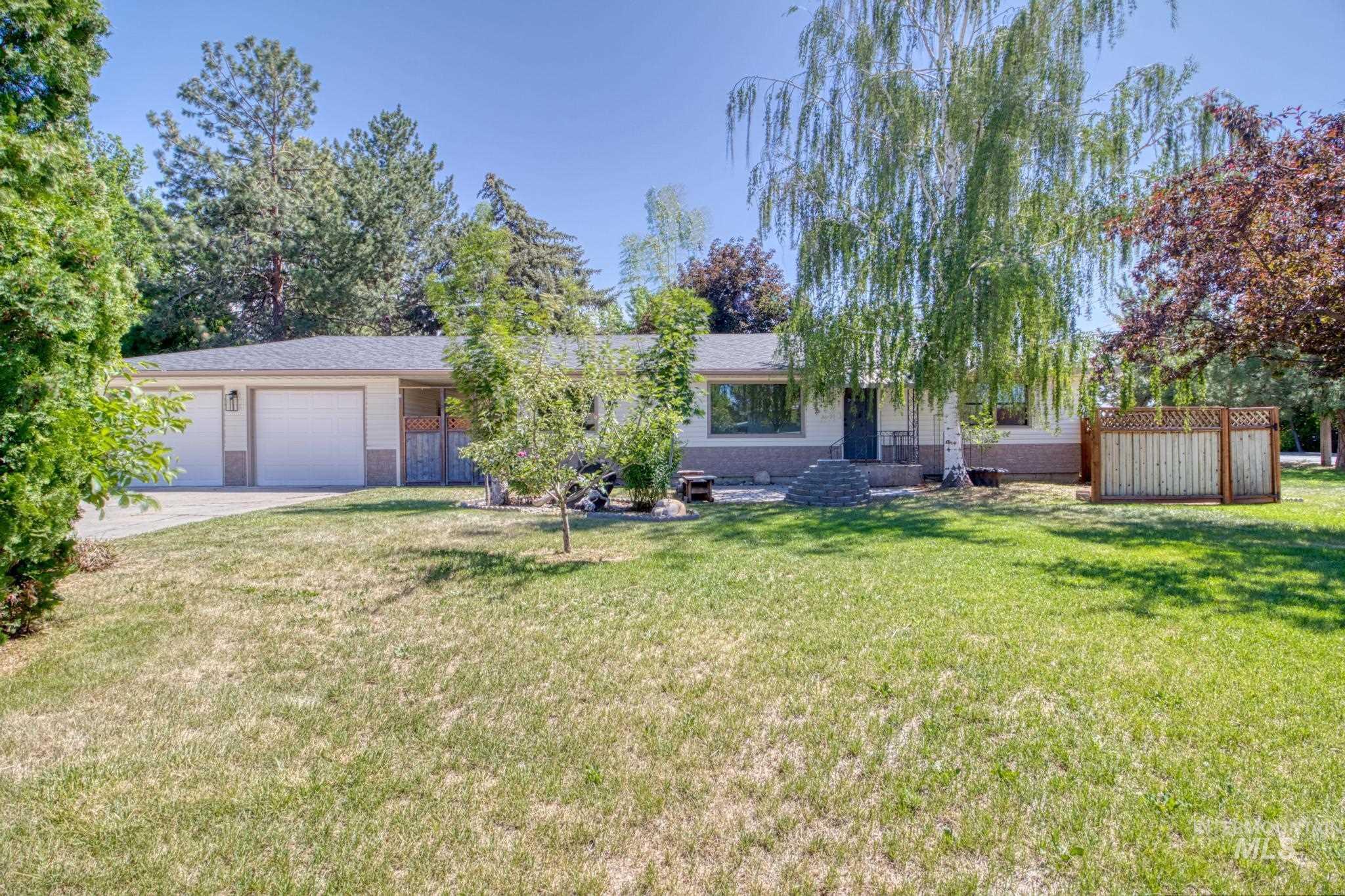 705 16th Ave E Property Photo 1