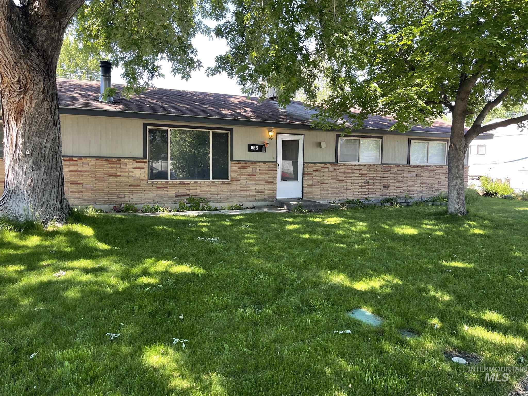 555 Phelps Circle Property Photo