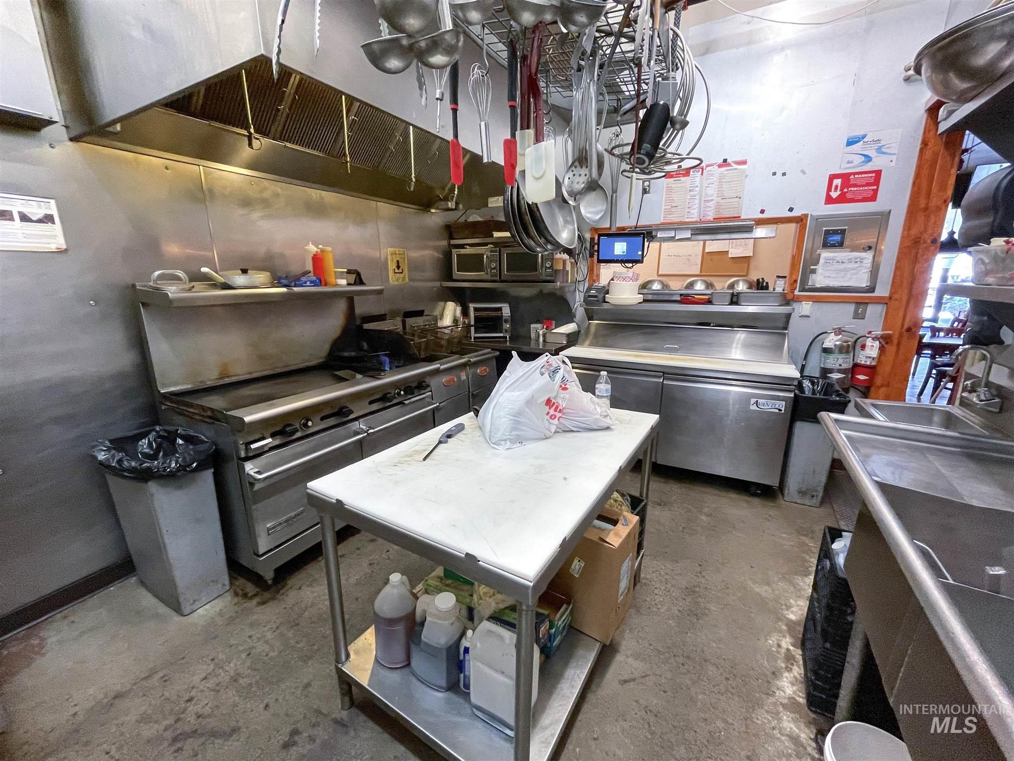 308 N Jackson Street Property Photo 27