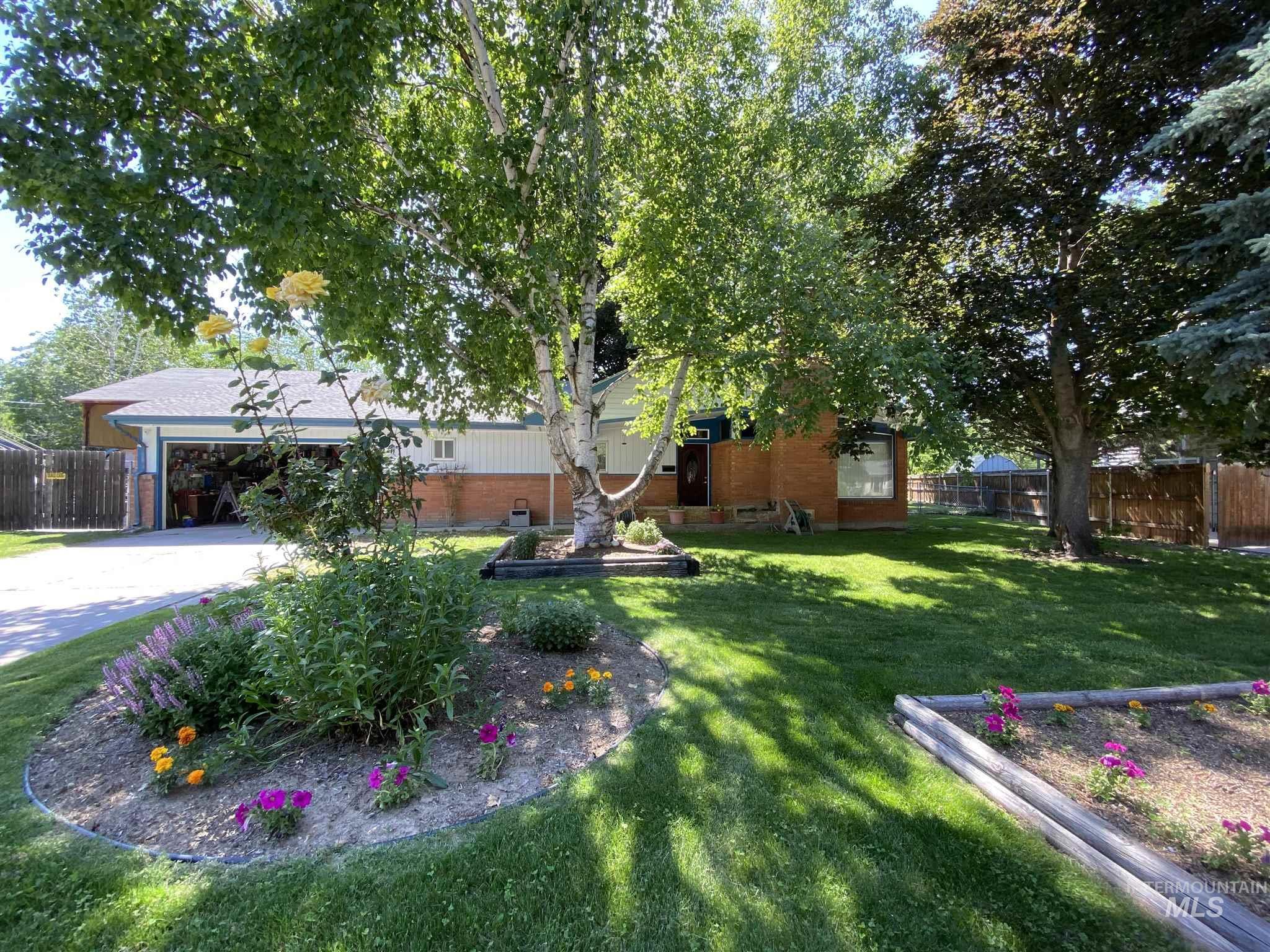 6915 W Westfield Pl Property Photo
