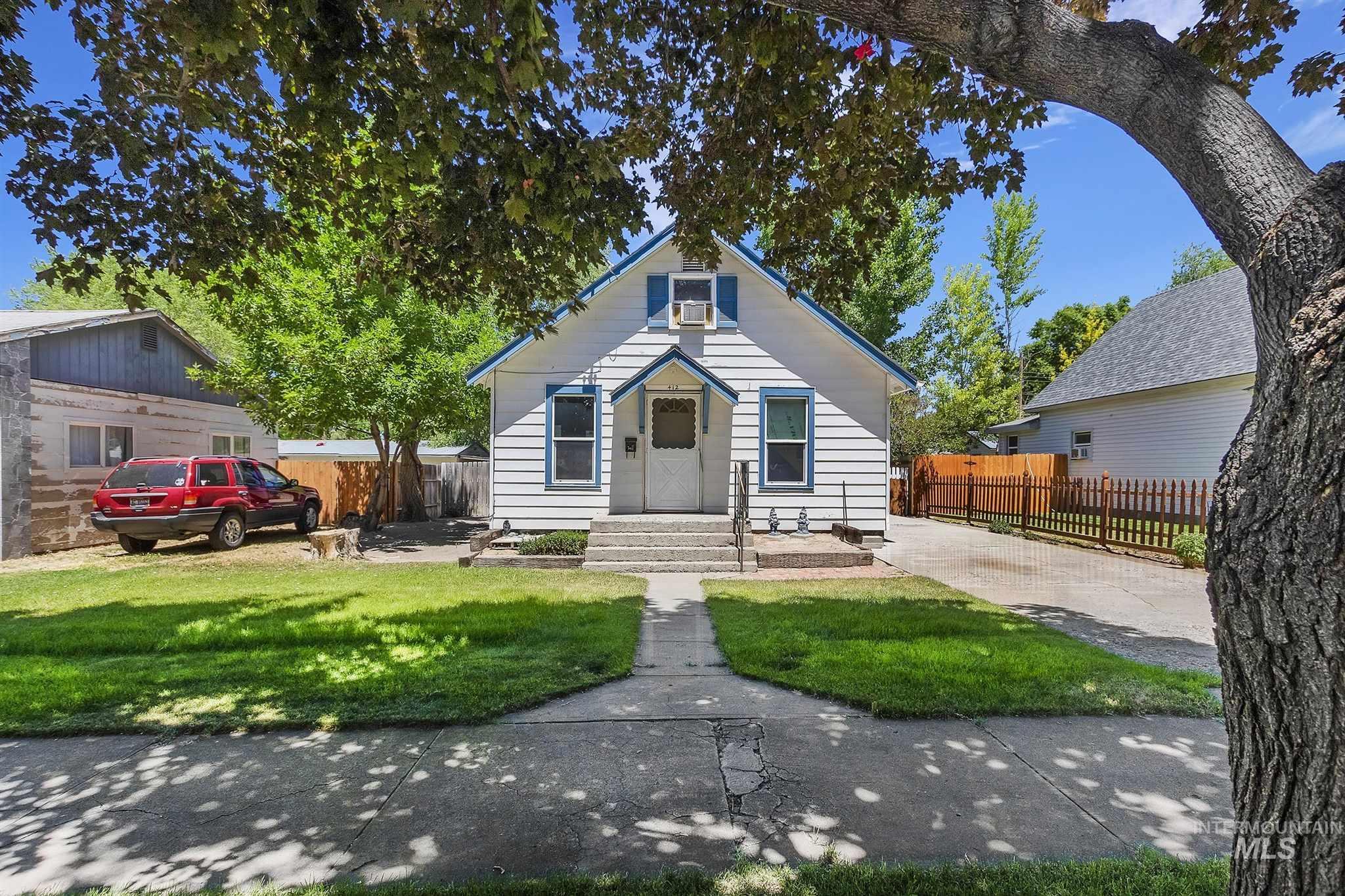 412 1st Ave E Property Photo 1