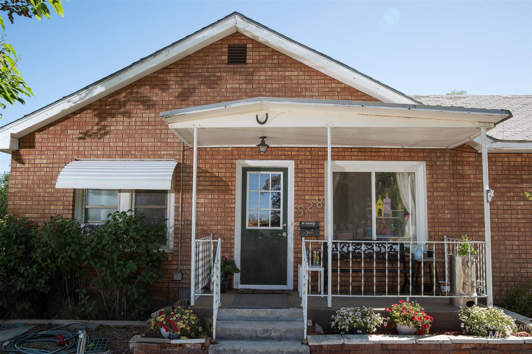 528 Broadway Avenue N Property Photo 1