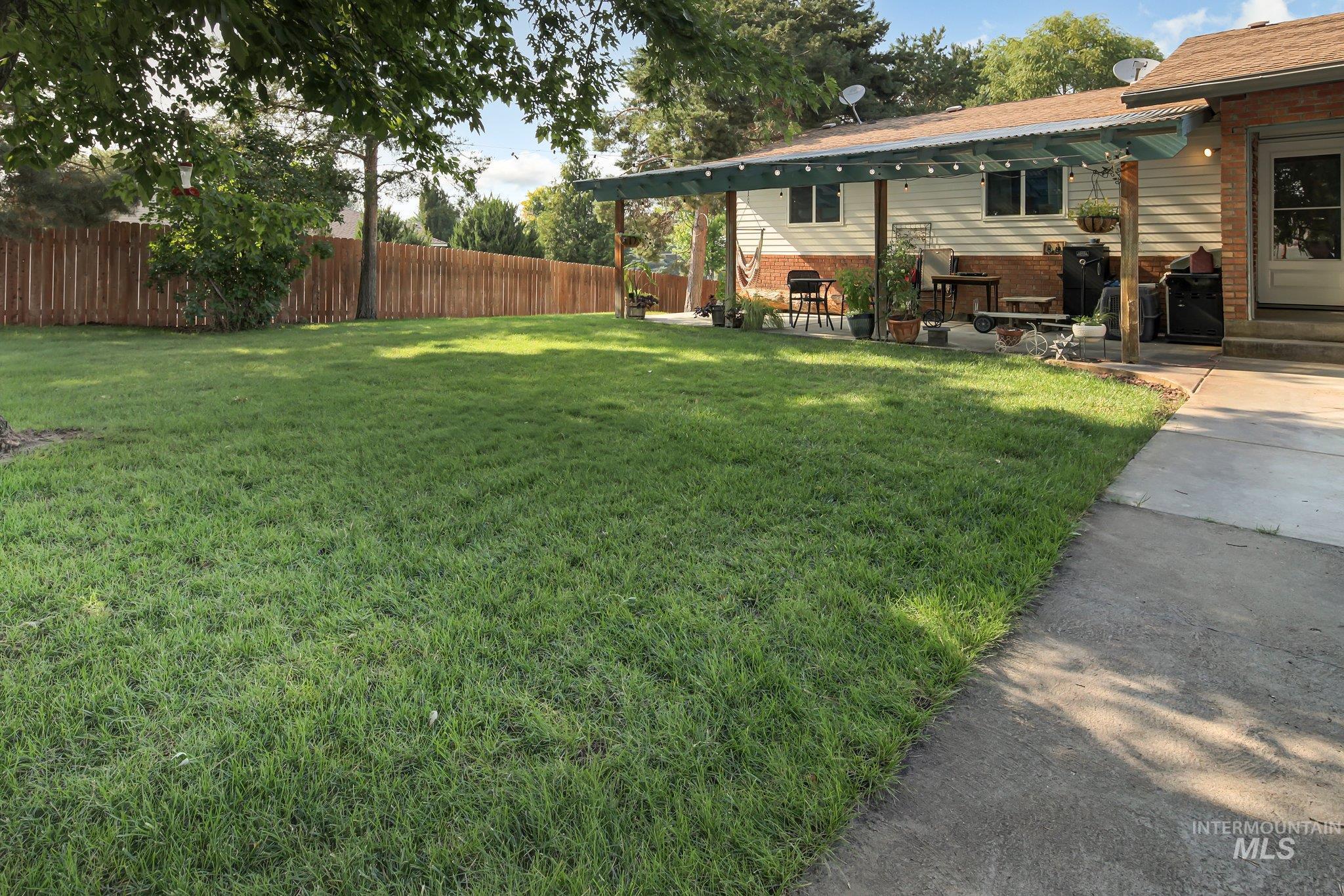 2572 Center Ave. Property Photo