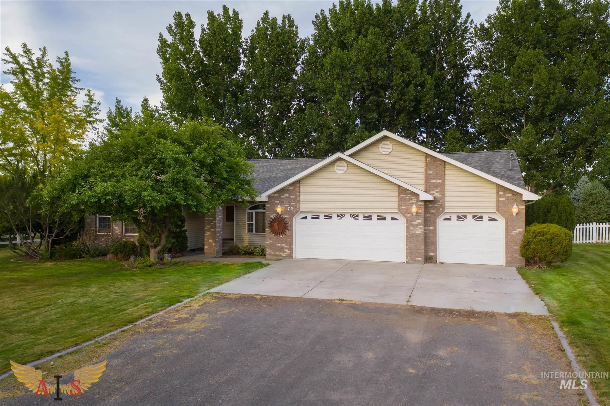 70 Sunnyside Drive Property Photo 1