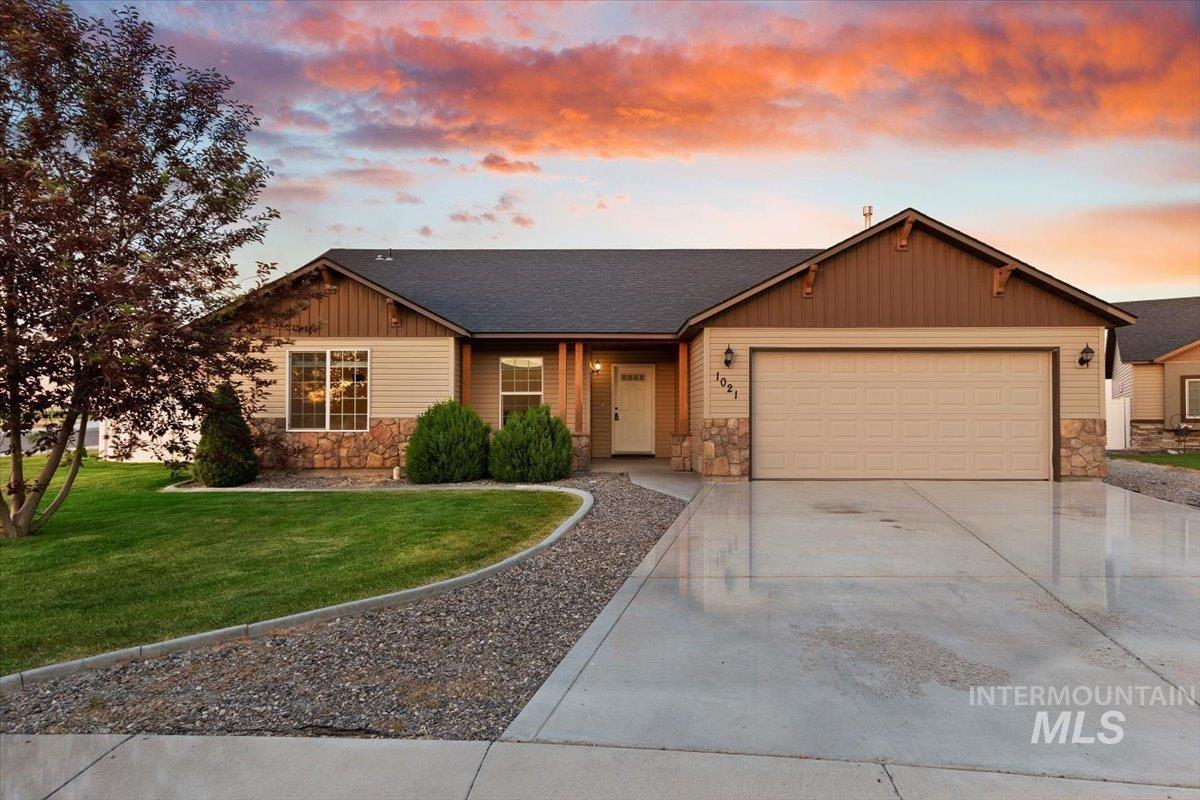 1021 Glen Eagle Property Photo 1