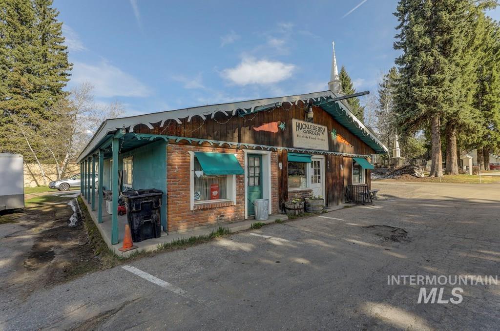 200 Lenora St Property Photo 3