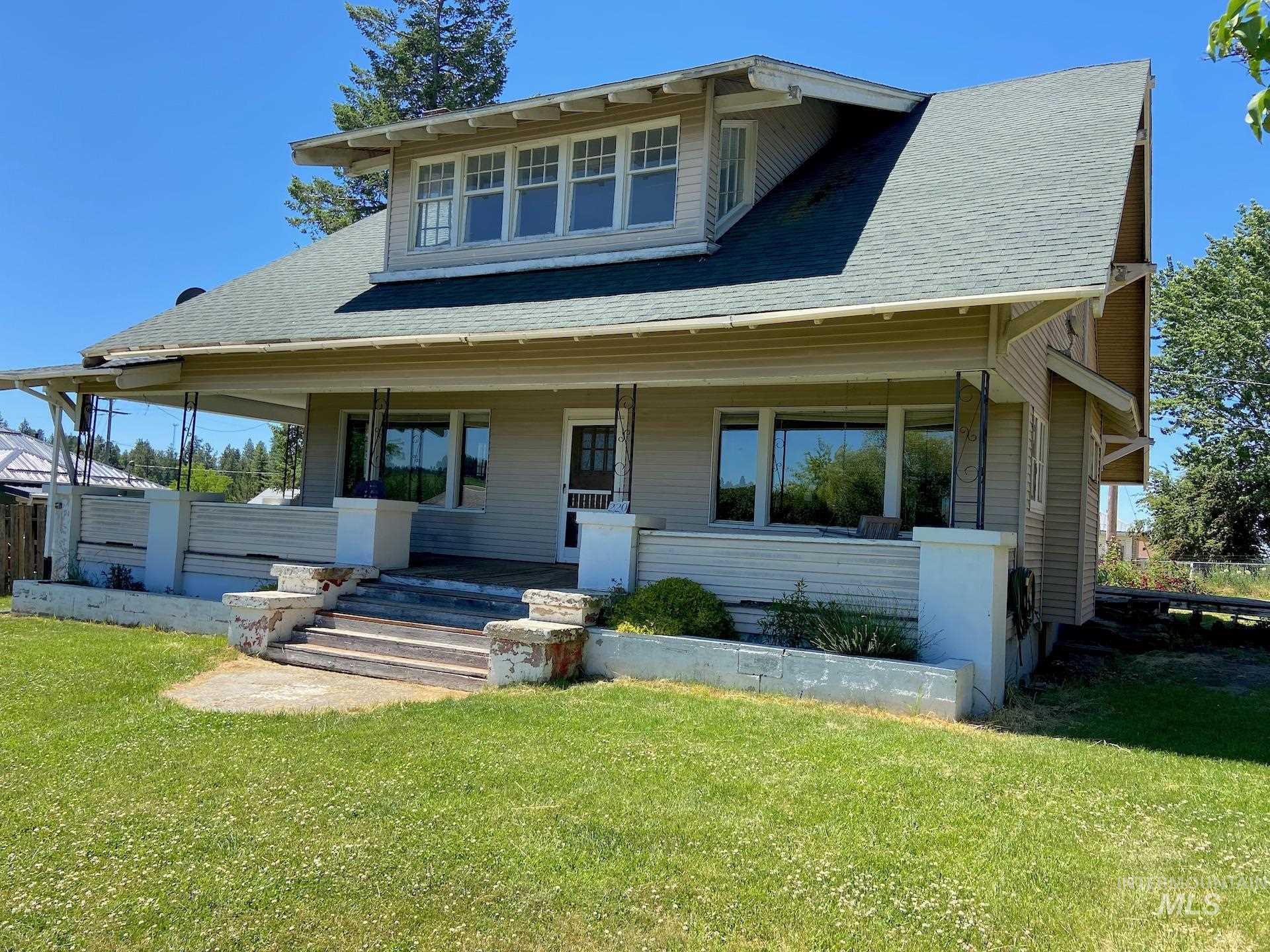 220 Spruce Property Photo