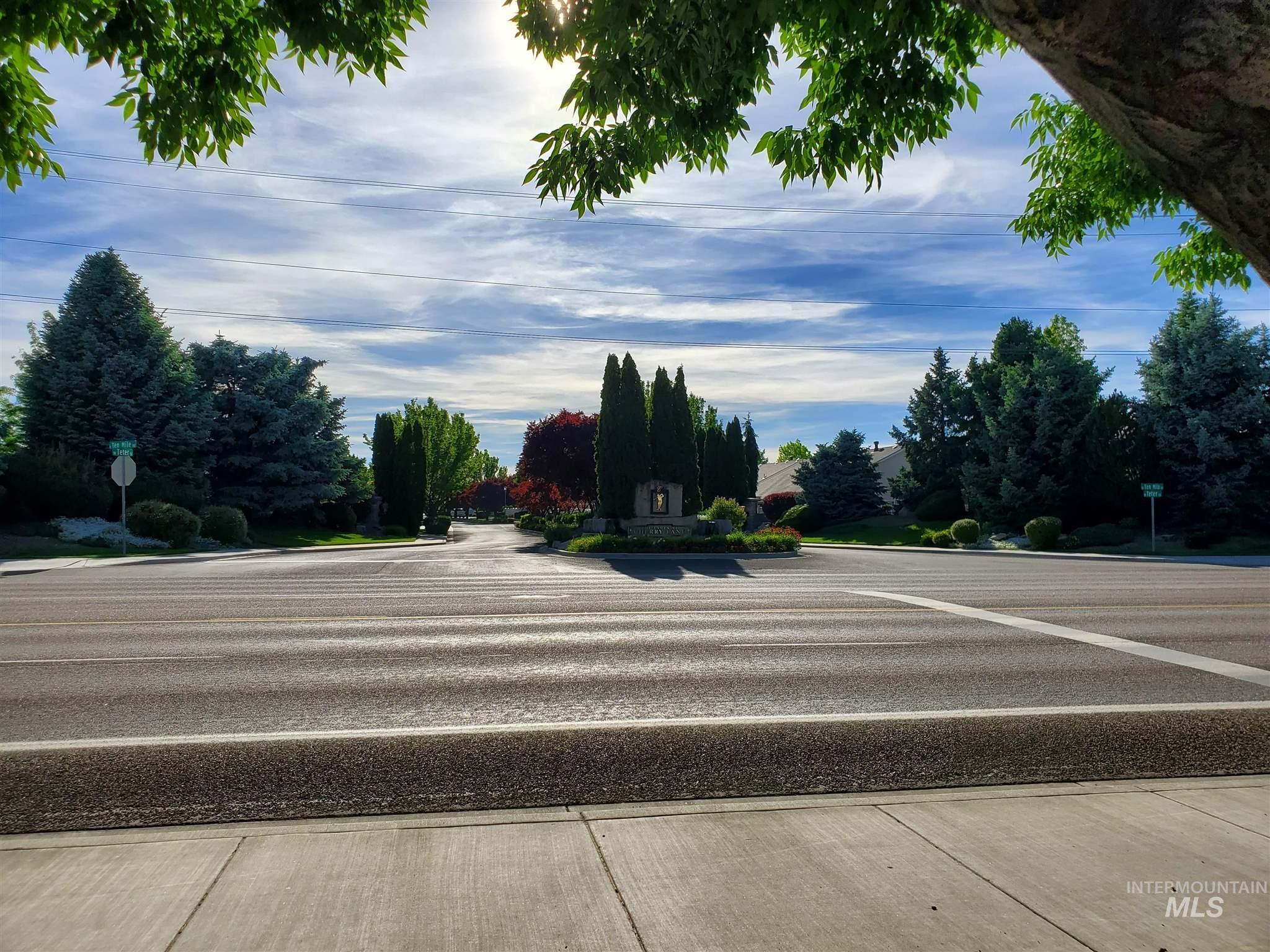 2646 N Phoenix Ave. Property Photo