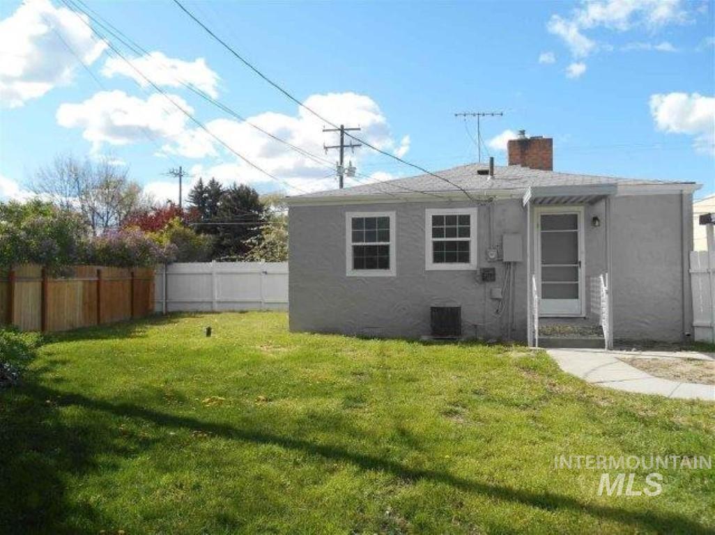 735 S 16th. Property Photo 1