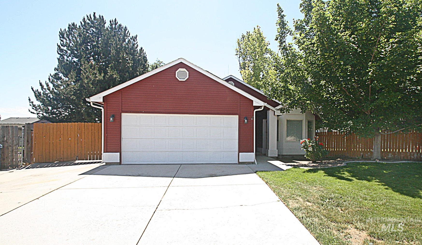 221 Applewood Circle Property Photo