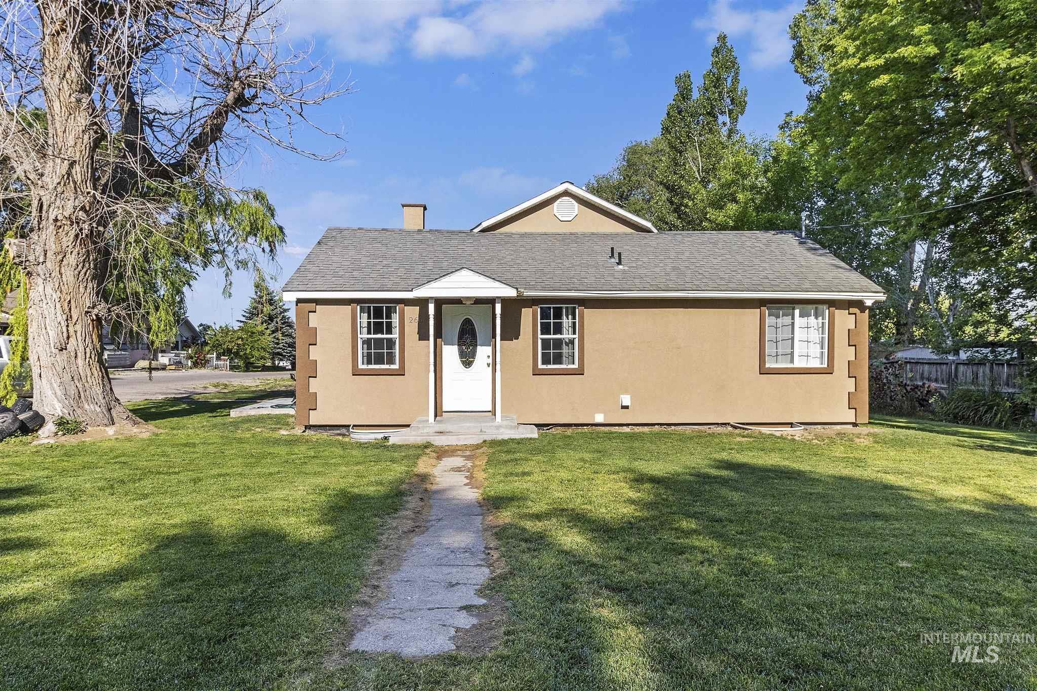 260 Lenz Ave S Property Photo