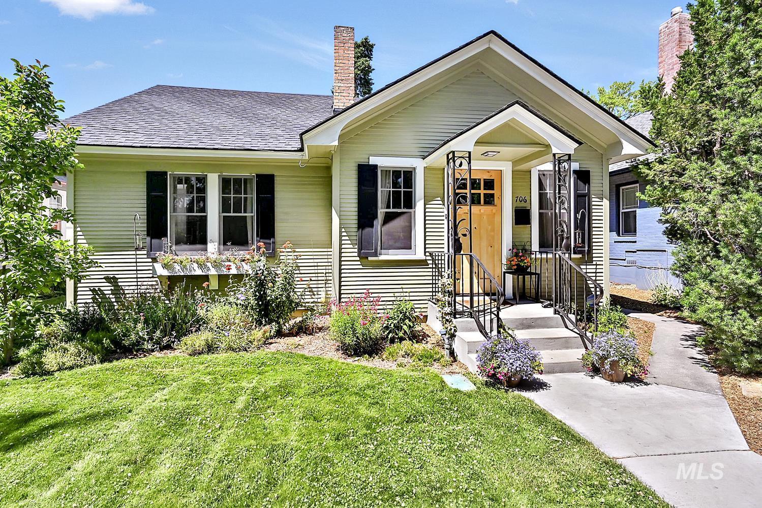 706 W Union St Property Photo