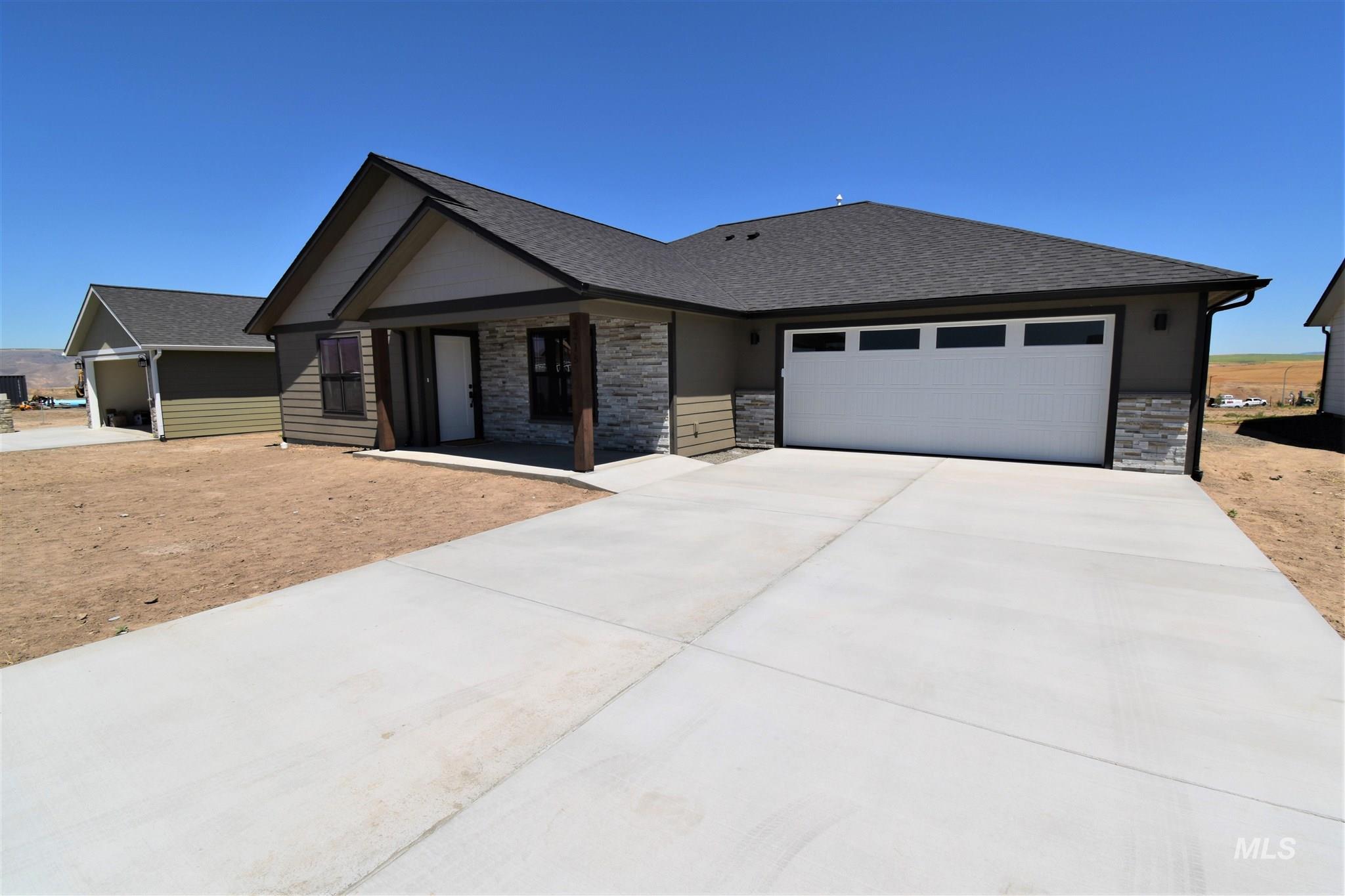 3215 Parkridge Way Property Photo