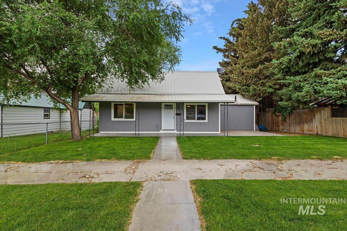 320 E 4th Ave Property Photo 1