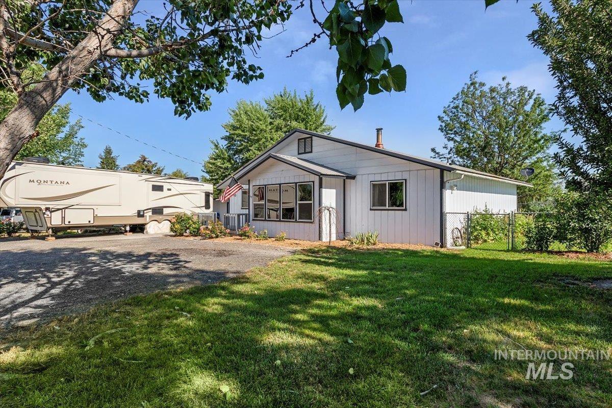 419 Hagerman Ave E Property Photo