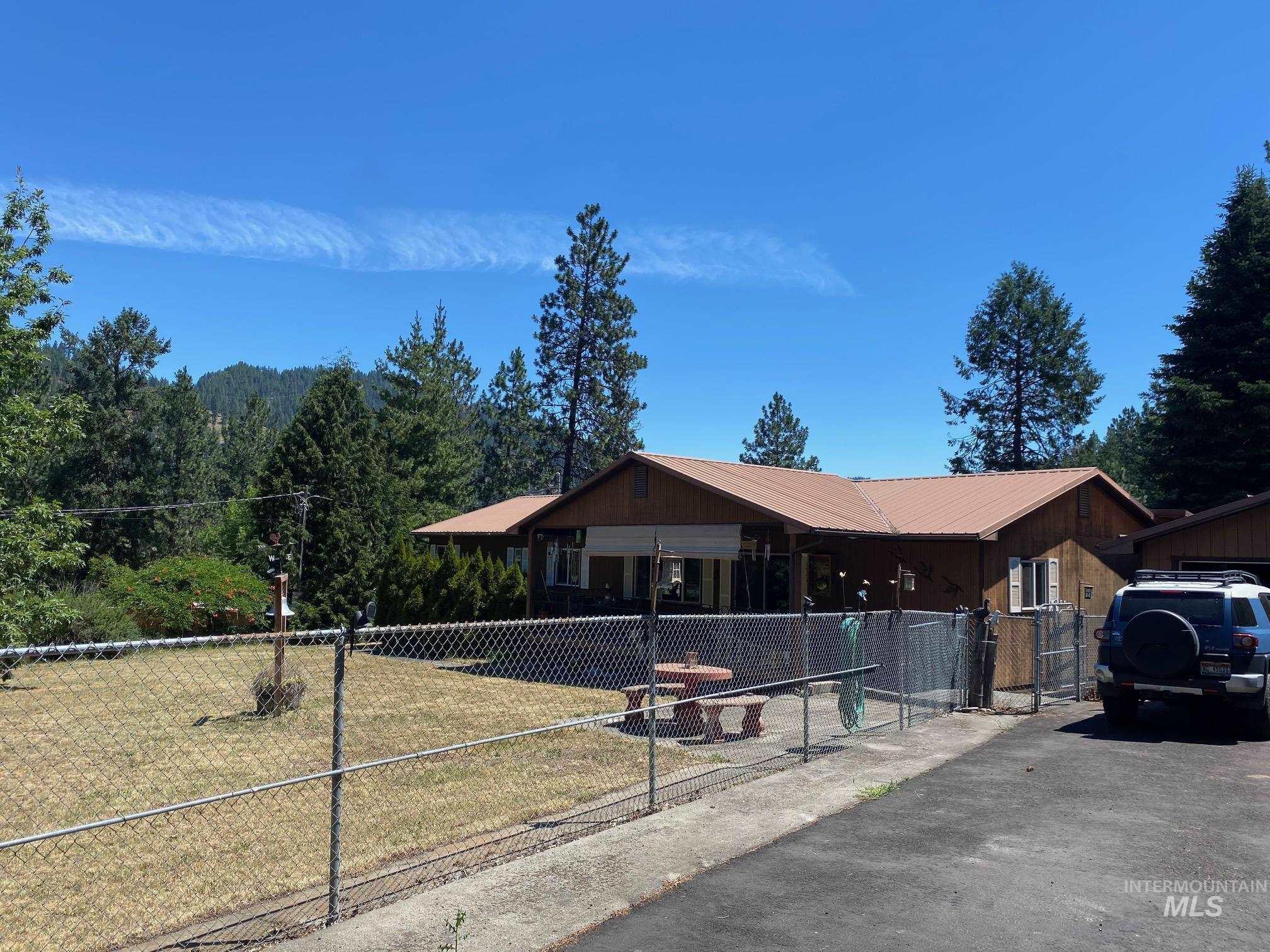 430 Diagonal Property Photo