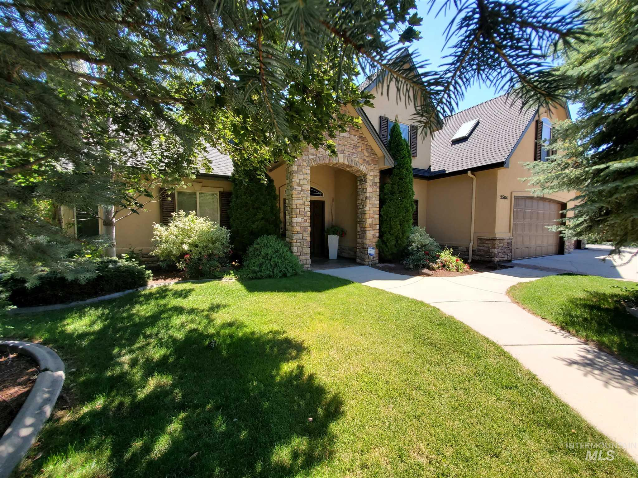 2584 N Bullock Ave Property Photo